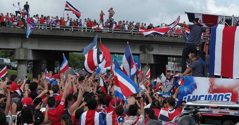 Jogadores de Costa Rica são recebidos com festa em San José, depois da boa campanha na Copa
