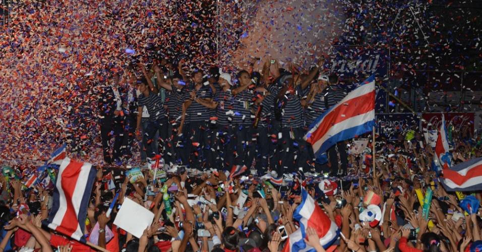 Jogadores e técnico foram recebidos com festa em San José, capital da Costa Rica