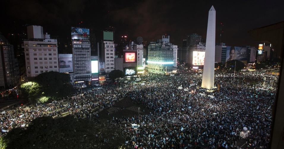 Milhares de argentinos comemoram classificação para a final da Copa do Mundo ao redor do obelisco de Buenos Aires