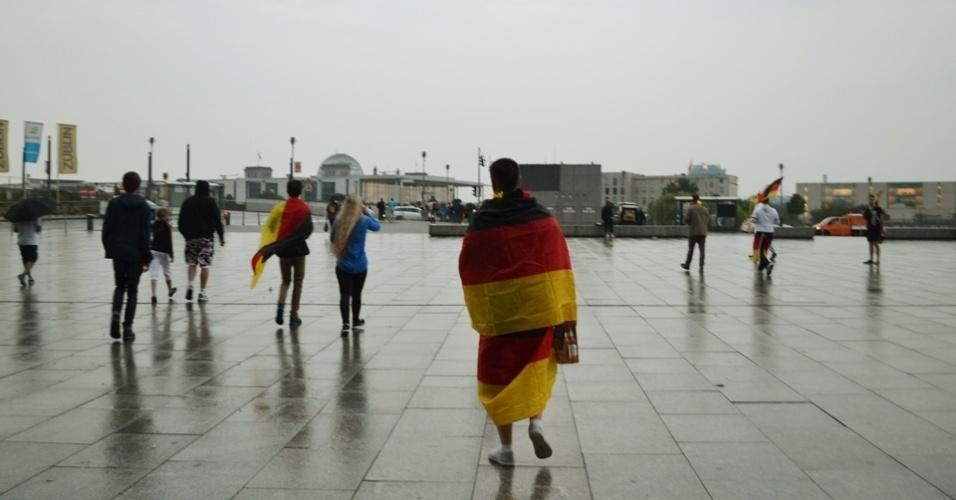 Na saída da estação central da cidade, os torcedores começaram a chegar por volta das 18h. Uma tempestade durante o dia quase cancelou a exibição do jogo da Alemanha contra o Brasil, em Berlim