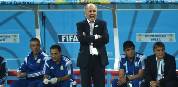 Técnico argentino Alejandro Sabella reage durante o jogo contra a Holanda no Itaquerão