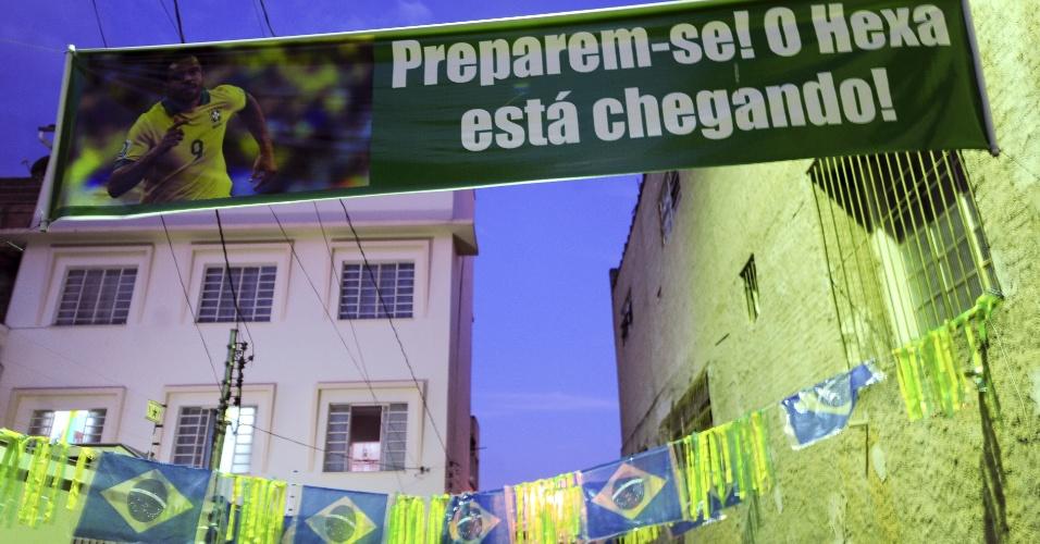 Casa da família de Fred em Teófilo Otoni se enfeita para torcer pelo parente ilustre na Copa do Mundo