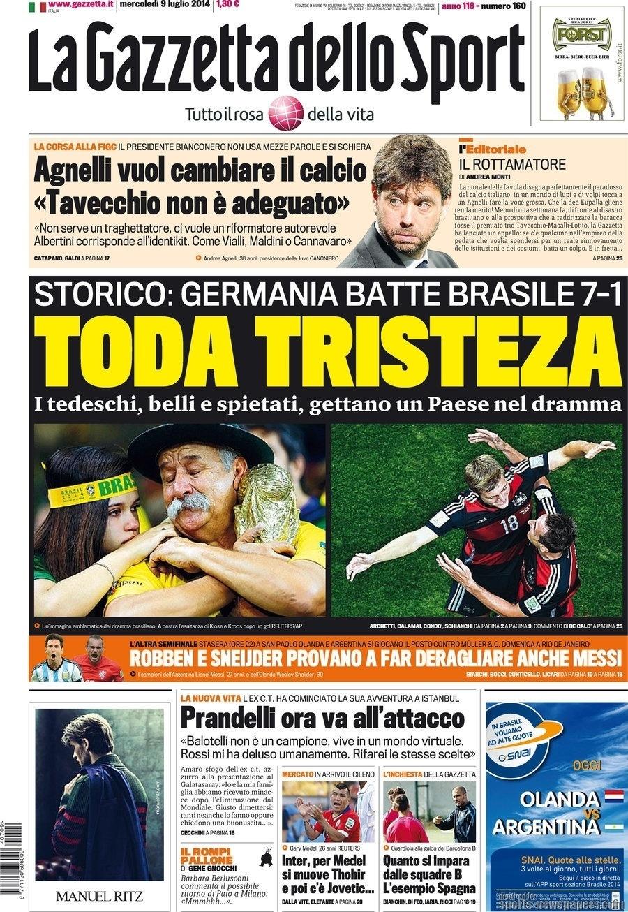 """""""Toda tristeza"""". Um torcedor brasileiro abraçado, triste, a uma réplica da taça da Copa do Mundo foi capa do italiano La Gazzetta dello Sport"""