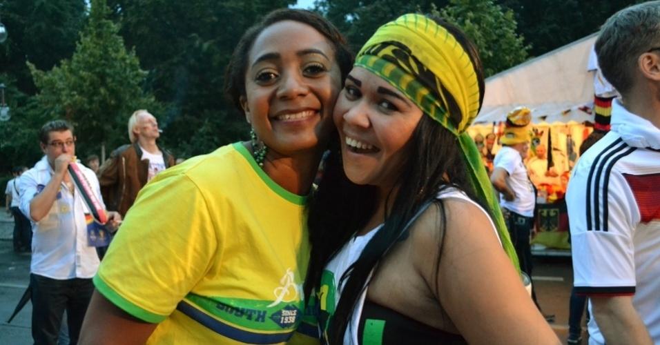Torcedoras brasileiras se organizaram em comunidade pelo Facebook para encontrar a torcida verde e amarela em Berlim