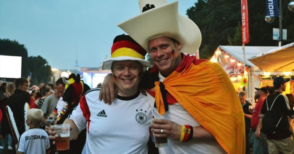 Torcedores alemães assistam à partida contra o Brasil no Portão de Brandemburgo, em Berlim