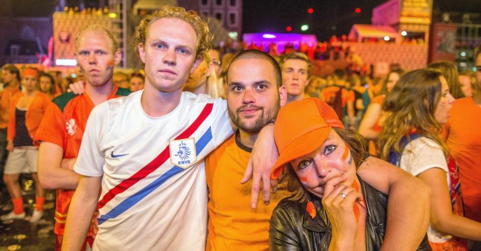 Torcida holandesa se decepiona em Groningen com eliminação para a Argentina nas cobranças de pênaltis