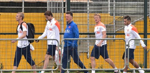 Delegação holandesa chega ao Pacaembu para treinar nesta quinta-feira