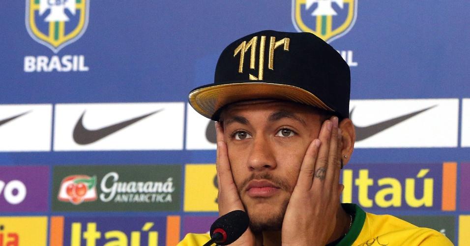 Em recuperação de lesão, Neymar concede entrevista coletiva na Granja Comary, em Teresópolis