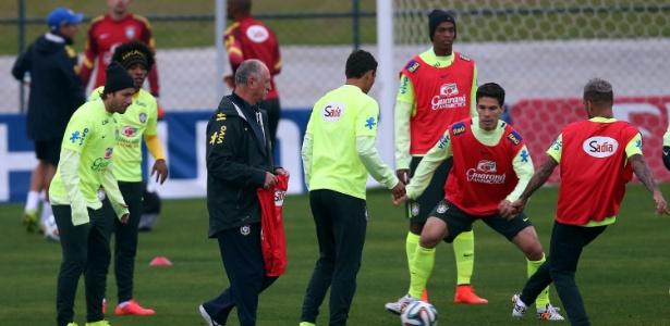 Dois dias após ter sido goleada, seleção fez treino leve na Granja Comary. Afinal, quem pensa no jogo de sábado?