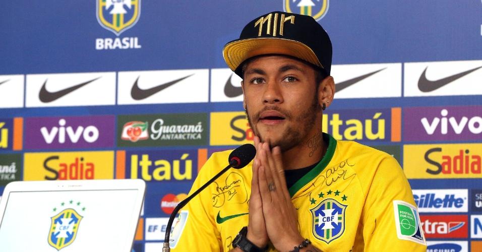 Neymar concede entrevista coletiva na Granja Comary