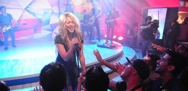 Shakira faz apresentação no Fantástico