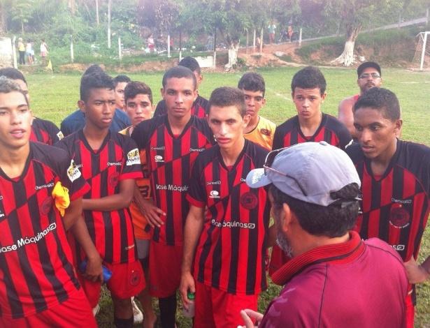 """Treinamento do Íbis, de Pernambuco, time que já foi considerado """"o pior do mundo"""""""