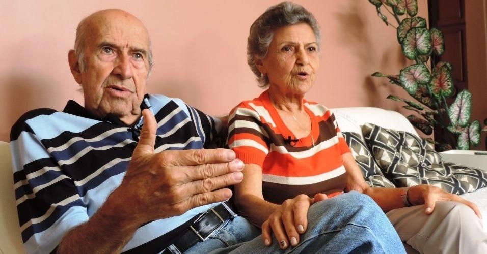 Gabriel e Marylia Silva concedem entrevista ao UOL Esporte na casa onde moram há 60 anos, no bairro do Lins de Vasconcellos, no Rio