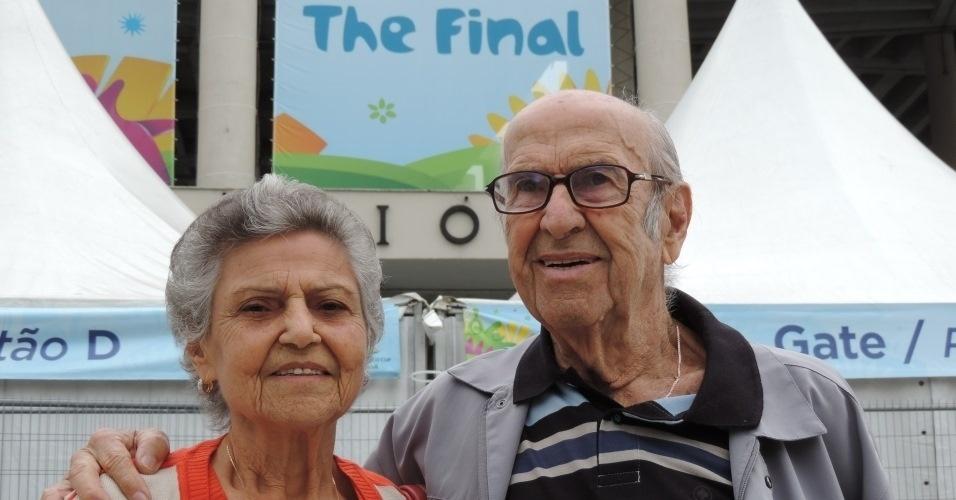Marylia e Gabriel Silva visitam o Maracanã 64 anos após se conhecerem no estádio do Rio de Janeiro