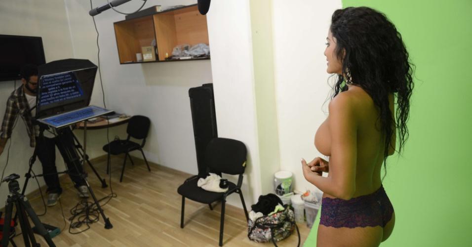 Apresentadora usa roupas íntimas durante programa sobre a Copa do Mundo