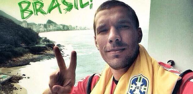 Podolski publica imagem desejando boa sorte ao Brasil na decisão de terceiro lugar da Copa