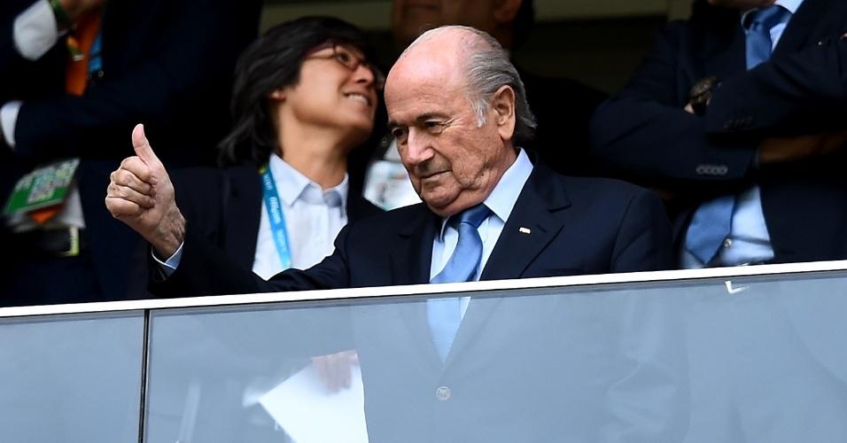 12.jul.2014 - Presidente da Fifa, Joseph Blatter, acompanha a partida entre Brasil e Holanda, na disputa pelo terceiro lugar, em Brasília