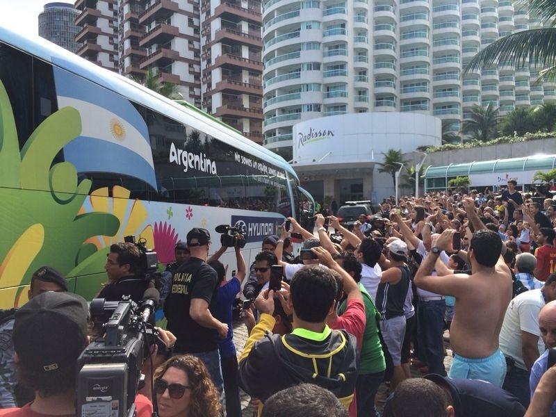 Seleção da Argentina chega a hotel na Barra da Tijuca, no Rio de Janeiro