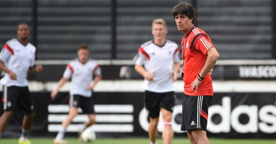 Técnico da Alemanha Joachim Löw comanda treino da seleção um dia antes da final da Copa
