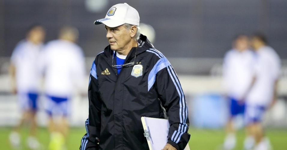Técnico da Argentina Sabella comanda treino da equipe em São Januário