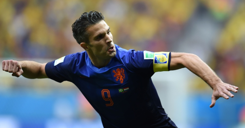 12.jul.2014 - Van Persie comemora após colocar a Holanda na frente do placar contra o Brasil, na disputa do terceiro lugar no Mané Garrincha