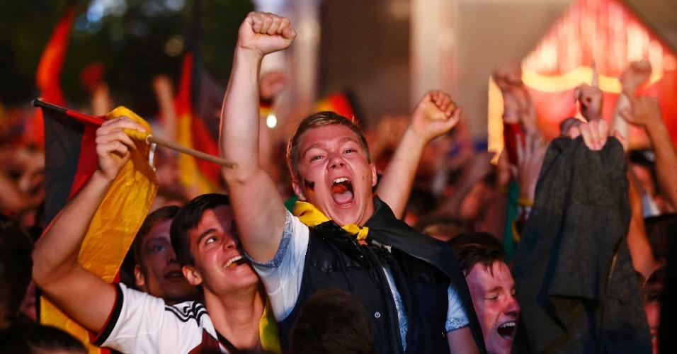 Alemães comemoram nas ruas de Berlim a conquista do tetracampeonato mundial