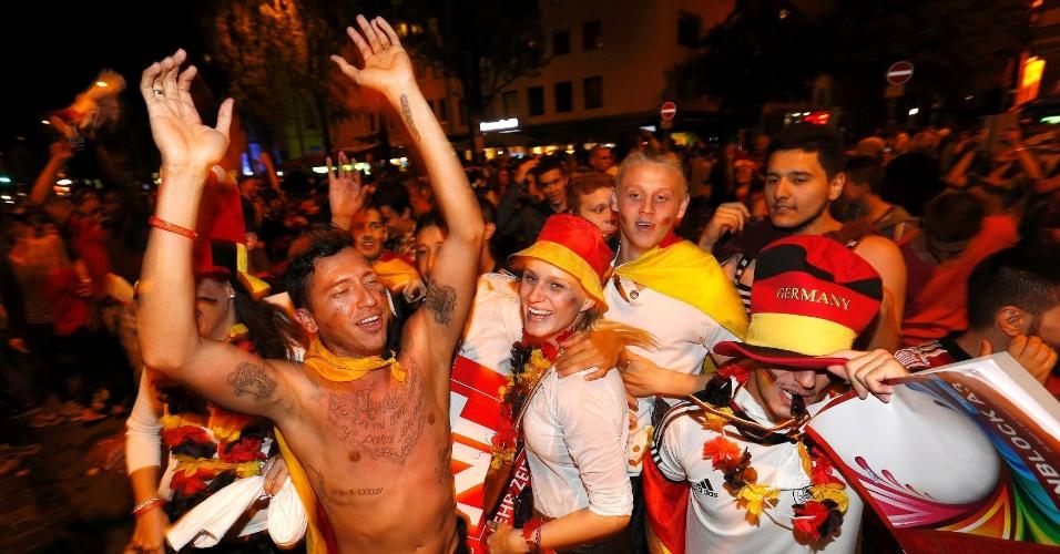 Alemães fazem festa pelas ruas de Munique após conquista do tetracampeonato mundial