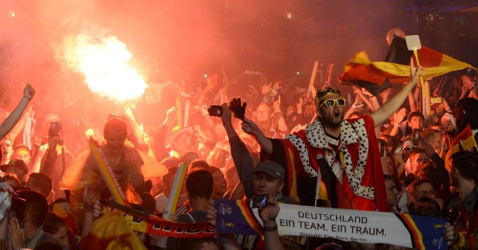 Alemães festejam tetracampeonato mundial pelas ruas da capital Berlim