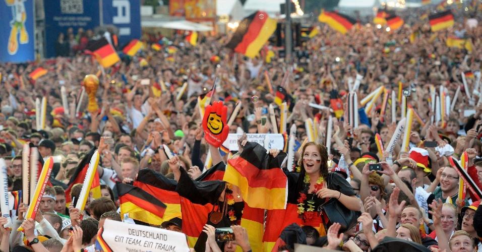 Alemães se reúnem em Berlim para assistir à grande final da Copa do Mundo contra a Argentina