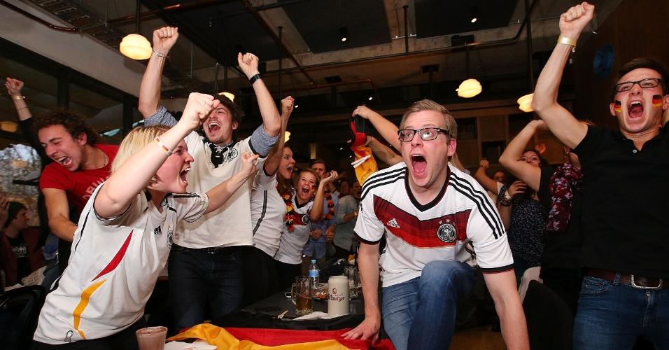Alemães vão à loucura com título da Copa do Mundo em bar na cidade de Melbourne, na Austrália