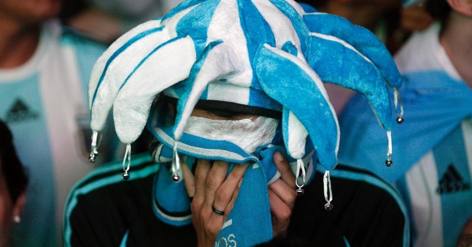 Argentino enxuga as lágrimas em Buenos Aires após vice-campeonato mundial