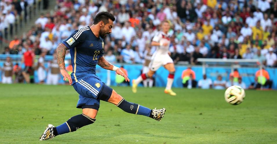 Argentino Lavezzi bate com estilo na partida contra a Alemanha pela final da Copa