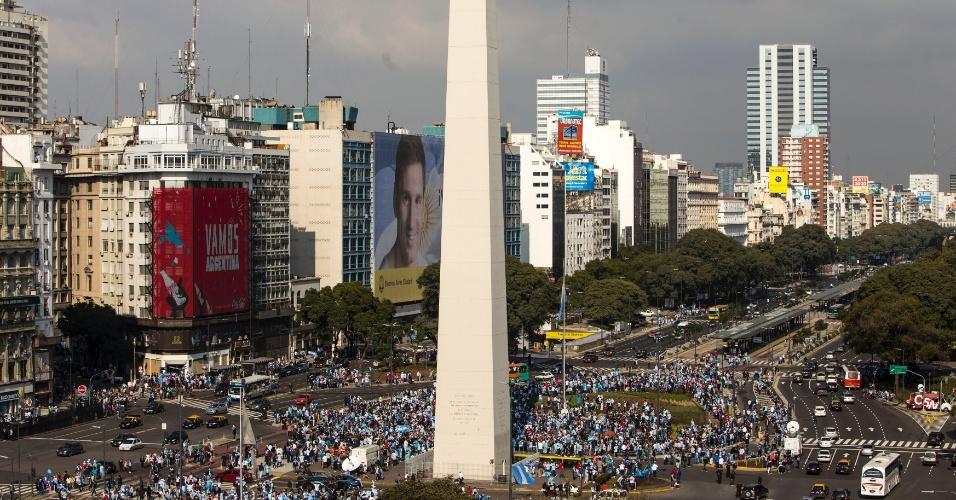 Argentinos já começam a se reunir próximo ao Obelisco, em Buenos, para acompanhar a final da Copa do Mundo contra a Alemanha