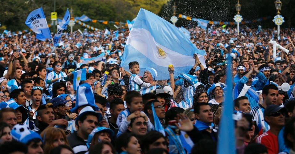 Argentinos lotam praça de Buenos Aires para acompanharem a final da Copa do Mundo contra a Alemanha