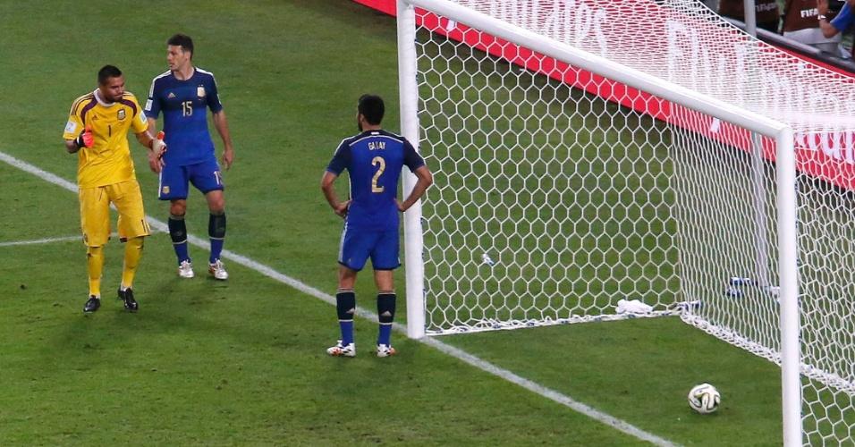 Argentinos Romero, Demichelis e Garay lamentam gol da Alemanha na prorrogação da final