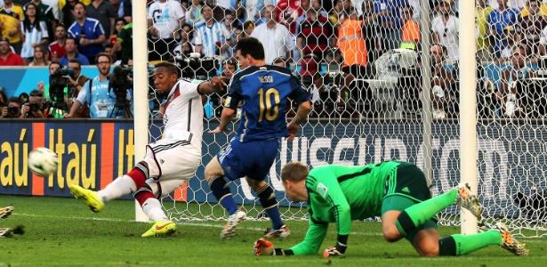 Boateng (foto) diz que zagueiros precisam melhorar posicionamento diante desses atacantes