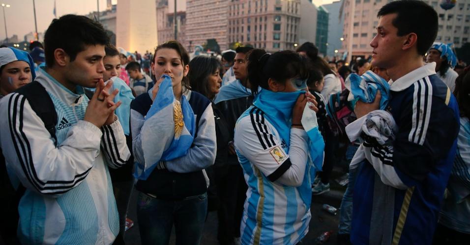 Clima é de velório nas ruas de Buenos Aires após vice-campeonato no Maracanã