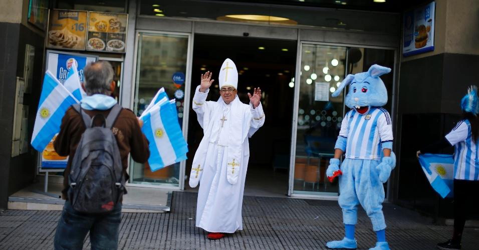 Clima em Buenos Aires já é de festa entre os Argentinos antes da final da Copa do Mundo. Até o papa foi para as ruas