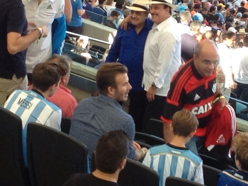 David Beckham, na arquibancada do Maracanã para assistir à final da Copa, ao lado dos filhos