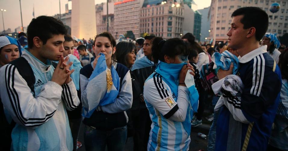 Desânimo toma conta de argentinos ao redor do obelisco de Buenos Aires após derrota para a Alemanha
