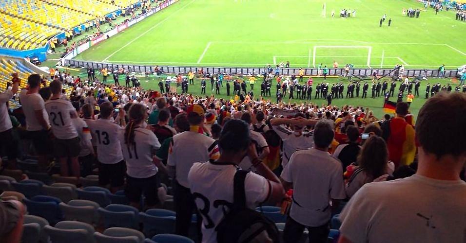 Duas horas depois do fim da partida, torcedores da Alemanha seguiam no Maracanã, cantando pelo título mundial