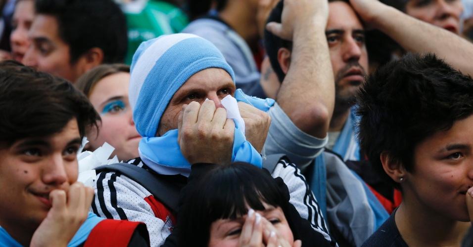 Em Buenos Aires, argentinos lamentam gol alemão na prorrogação da final da Copa