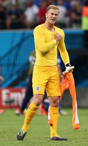 Em Manaus, goleiro inglês Joe Hart deixa o campo emocionado após a derrota da Inglaterra por 2 a 1 para a Itália