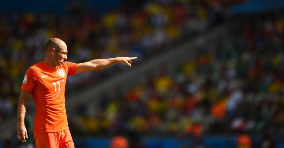 Fortaleza - Holandês Robben orienta sua equipe em jogo contra o México no Castelão, pelas oitavas de final