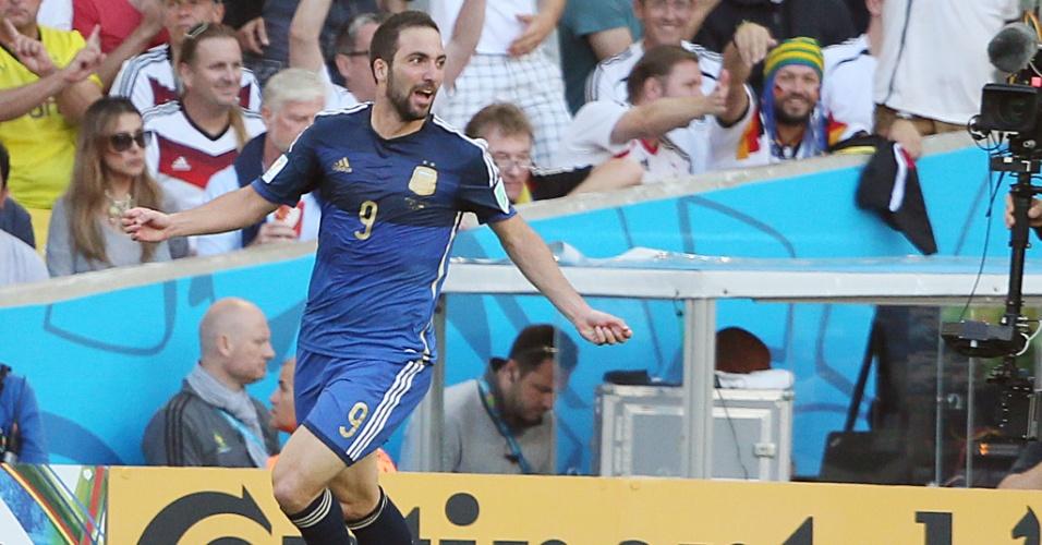 Higuaín lamenta seu gol anulado no primeiro tempo entre Argentina e Alemanha