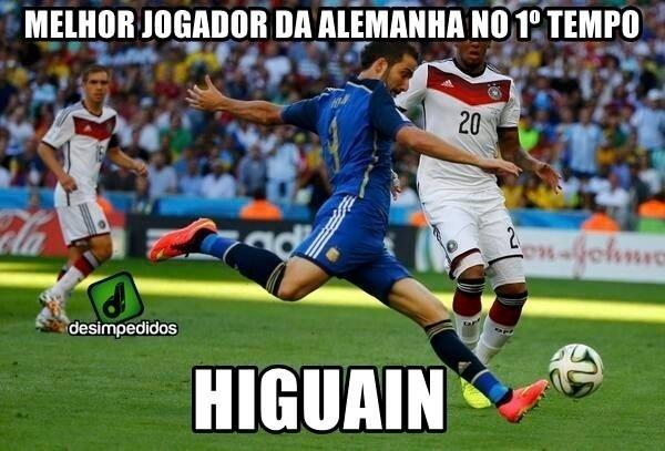 Higuain, melhor jogador da Alemanha no primeiro tempo graças ao inacreditável gol perdido
