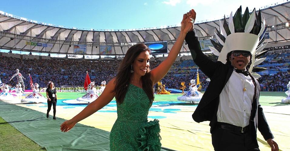 Ivete Sangalo e Carlinho Brown cantam na cerimônia de encerramento da Copa, no Maracanã