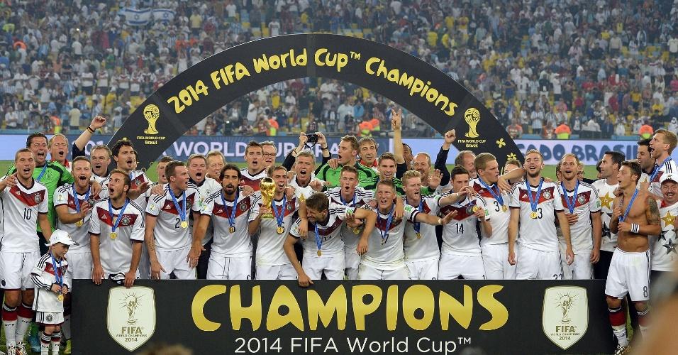 Jogadores da Alemanha celebram o título na Copa do Mundo de 2014