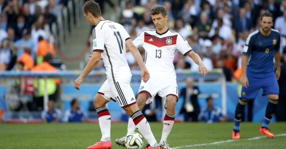Klose e Muller dão a saída para o início da final da Copa no Maracanã