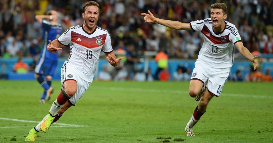 Mario Götze corre para comemorar o gol da vitória da Alemanha contra a Argentina na final da Copa do Mundo